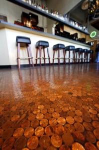 Hotel met muntenvloer